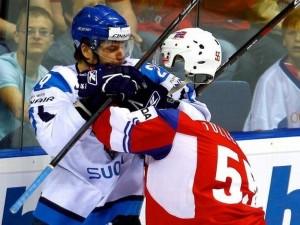 ice-hockey-head-knocked-off
